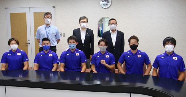 ホッケー男子日本代表選手が大友学長を表敬訪問!!