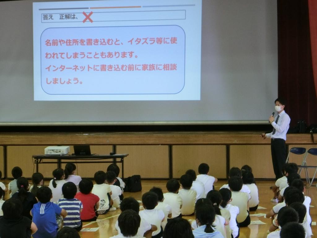 法学部生が小学校でサイバー講話の講師を務めました!