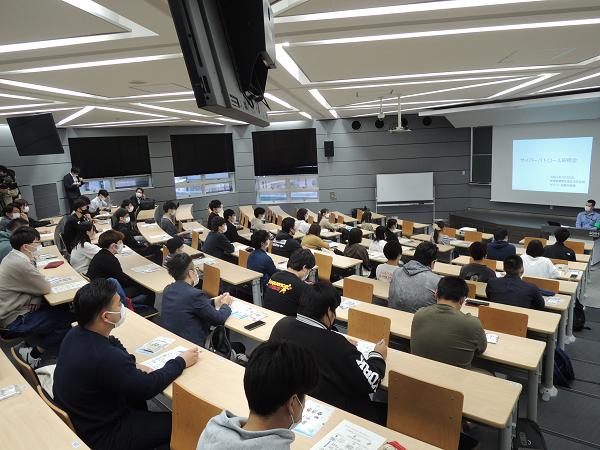 犯罪被害を防ぐ説明会に参加した法学部学生の様子が NHKニュースに取り上げられました。